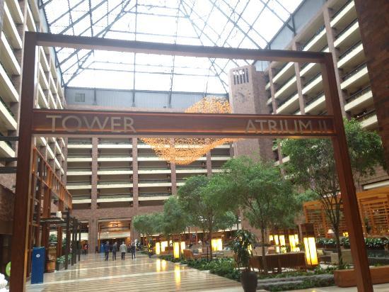 Hilton Anatole: Main Atrium