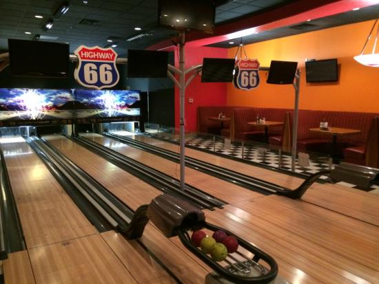 Best Western Pahrump Oasis: There is a mini bowling alley in the bar.