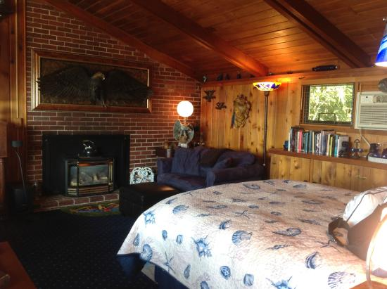 The Salish Seaside Escapes: Main Room and gas fireplace