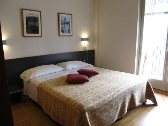 Cortese Hotel: schöne und einfache Zimmer aber alles vorhanden