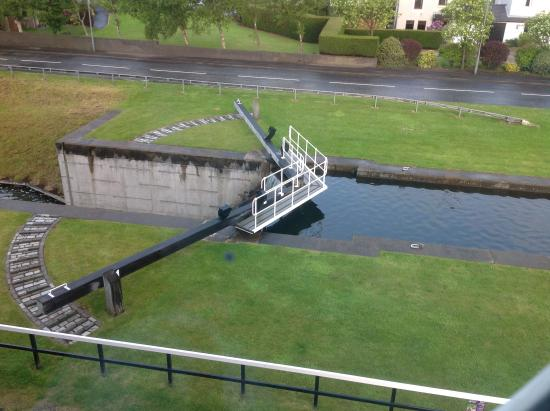 Premier Inn Falkirk Central Hotel: Canal lock right outside our room