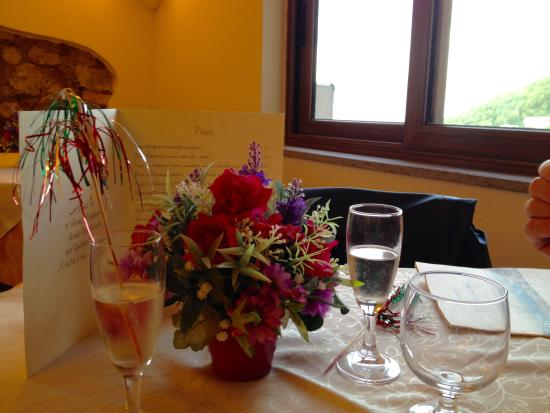 Ristorante IL Panorama  & C. Snc: First some sparkling wine! Salute!
