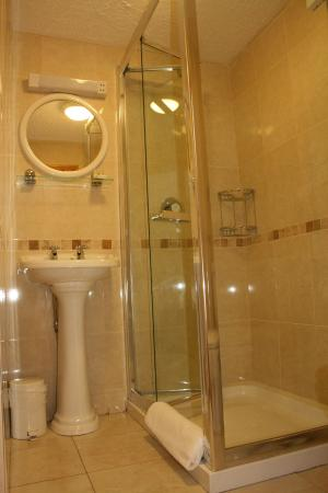 Algret House Bed and Breakfast: Ensuite bathroom.