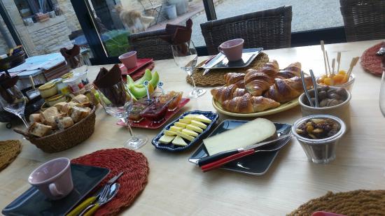 Ver-sur-Mer, Frankrike: Breakfast at Le Mas Normand