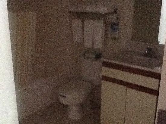 Days Inn & Suites Green Bay WI: photo2.jpg