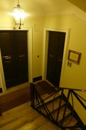 Vivaldi Luxury Rooms : Vivaldi suites door