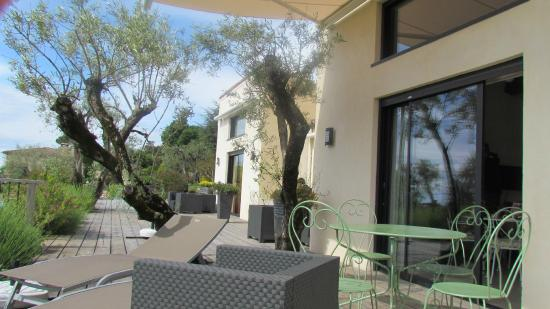 Maison d'Hôtes Bleu Azur : le gîte et sa terrasse