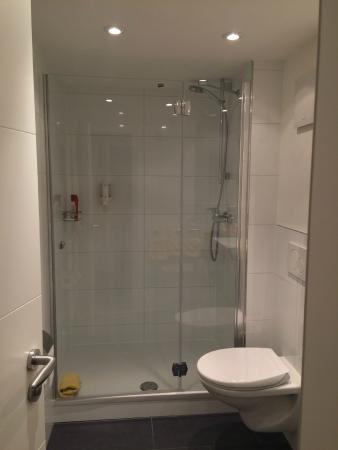 Bronnbacher Hof: Shower - recently renovated