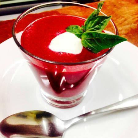 Gazpacho de betabel picture of mykonos cocina for Cocina mediterranea