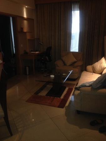 Savoy Suites Manesar: living room