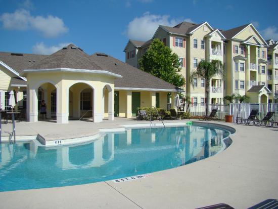 Cane Island Resort: Vista da piscina/Apartamentos