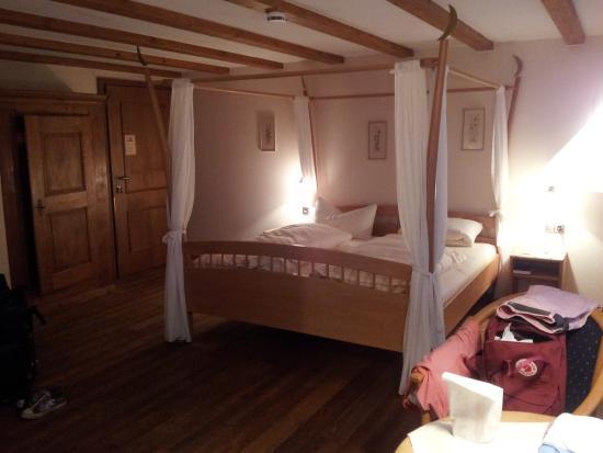 Hofgut Himmelreich: Das Zimmer mit Blick auf das Himmelbett