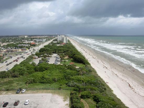 Radisson Suite Hotel Oceanfront: Blick nach Norden Richtung Cape Canaveral