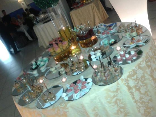 Albergo Piccolo Mondo: Antipasti e dolci a buffet!