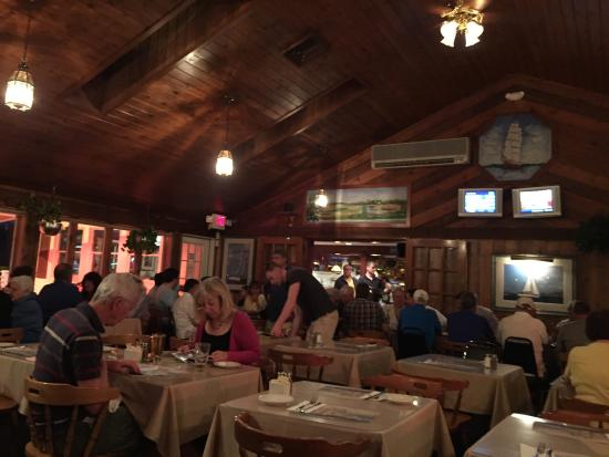 Captain Parker's Pub: Typical New England Eatery