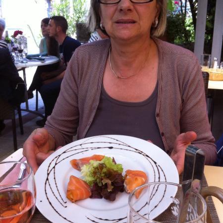 L'auberge du Moulin Restaurant: Menu spécial fête des mères Façade Entrée au saumon fumé et roquefort Foie gras Dos de cabillaud