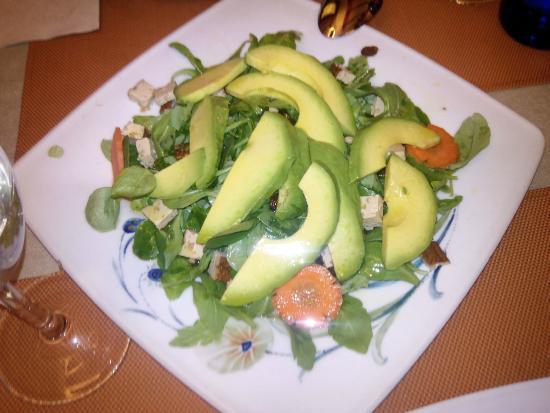 Al Natural Madrid: Ensalada de aguacate, zanahoria, rúcula, espinacas, tofu y frutos secos