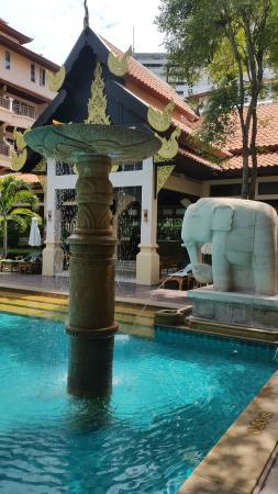 Avalon Beach Resort: Pool area