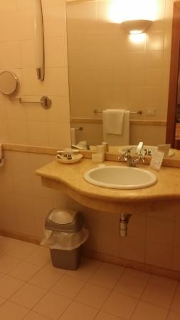 Due Colonne: lavabo