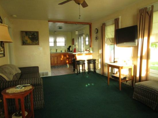 Maid Marian's Bed & Breakfast: Nellie Cottage, from living room toward kitchen