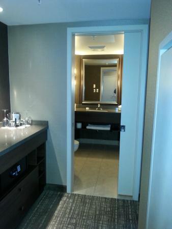 DoubleTree by Hilton Hotel West Edmonton: Nice bathroom