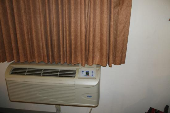 Super 8 by Wyndham Hampton: AC unit worked