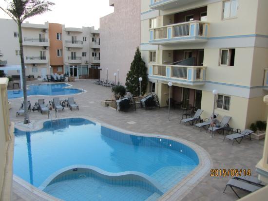 Michalis Apartments : Вид из нашего номера