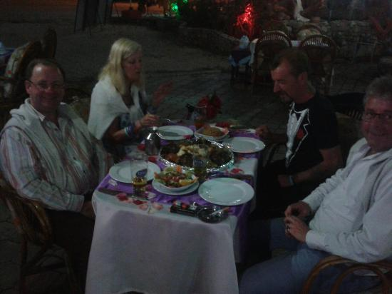 Muzzy's Place Restaurant and Bar: -