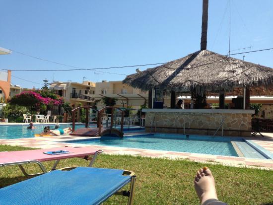 Canea Mare Hotel: Ved bassenget
