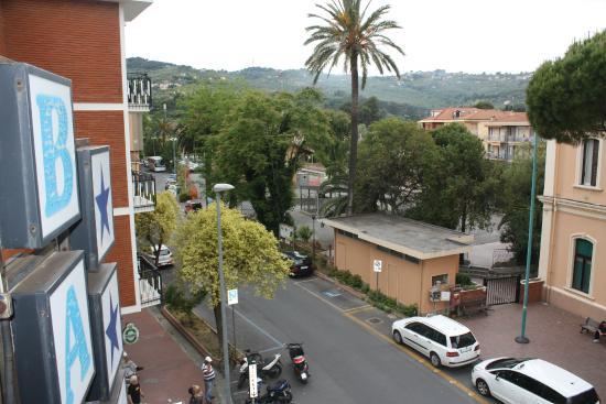 Hotel Baia Bianca: 2nd floor balcony