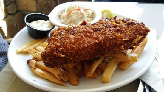 Lakeside Lodge and Grille: Lunch order on 5/24/15 Lakeside Fish Fry and Knuckle Sandwich (lobster sandwich)