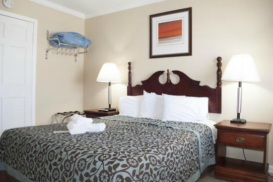 Boardwalk Seaport Inn: One Queen Room