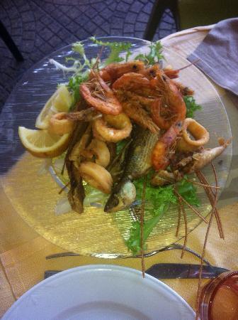 Antipasti primo frittura di pesce misto foto di la cucina birichina quarto tripadvisor - Cucina birichina quarto ...