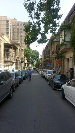 Baku Palace Hotel: The street of the hotel