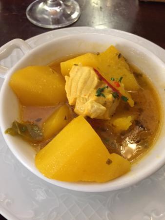 La Moneda: Tortilla de camarones, sopa de galeras y guiso de papas y cazón