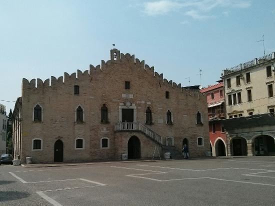 Portogruaro, Italia: Palazzo dei Cento (o palazzo Municipale)