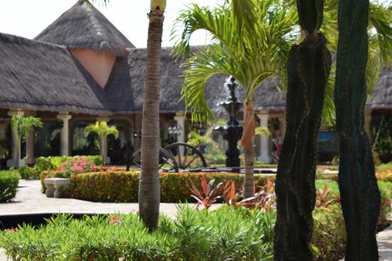Grand Palladium Colonial Resort & Spa: Colonial lobby area