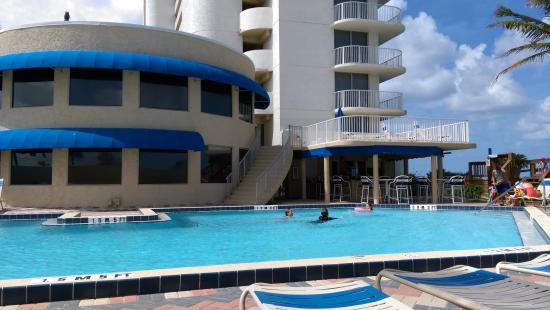 Pool - Radisson Suite Hotel Oceanfront Photo
