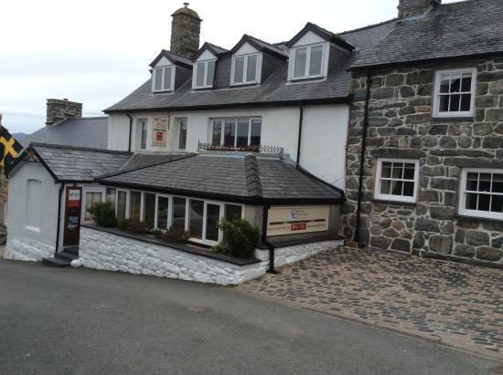 Castle Cottage Restaurant with Rooms: Front of the hotel