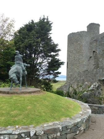 Castle Cottage Restaurant with Rooms: Less than 5 minutes walk from hotel - Harlech Castle