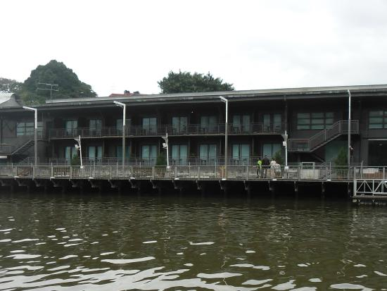 QuaySide Hotel: Hotel from the river