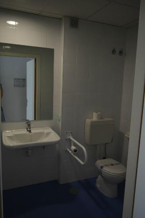 Albergue Inturjoven & Spa Jaen: туалет