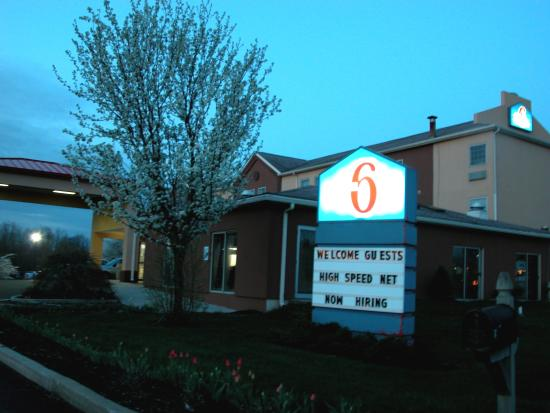 Motel 6 Harrisburg - Hershey North : Nice neighborhood.