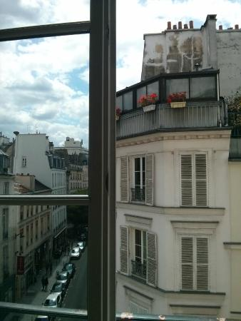 Bed and Breakfast Delareynie : Rue Du Temple (St Merri Studio) view out of the window