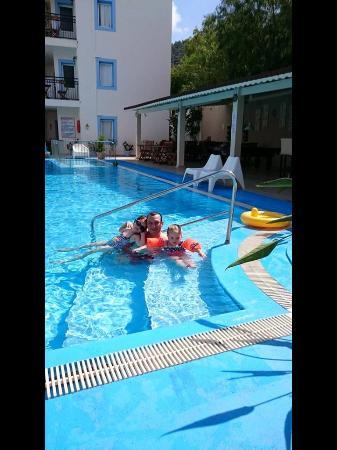 Merve Apartments: Lovely pool