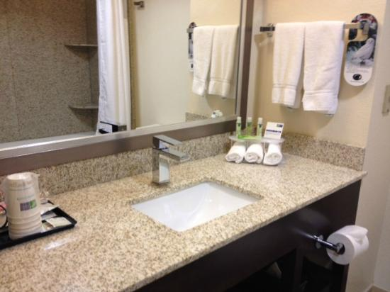 Holiday Inn Express Rocklin - Galleria Area: Granite countertop