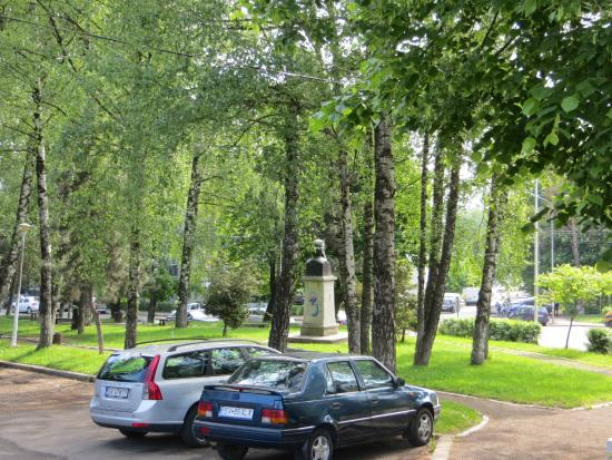 Villa Alice: A park is just across the street