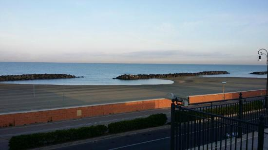 Hotel Del Mare: 6 am view from balcony