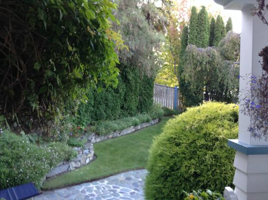 Shelbourne Villa: Front garden