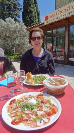 Suzette, France : Lunch is served
